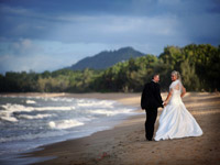 palm cove wedding beach stroll